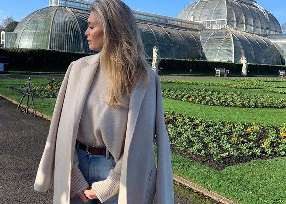 Вера Брежнева погуляла по Королевскому Ботаническому саду в Лондоне