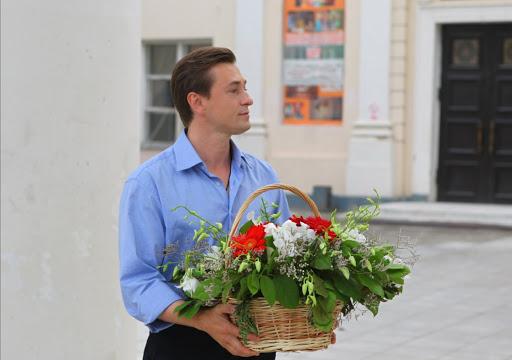 Сергей Безруков поздравил всех с Днем театра